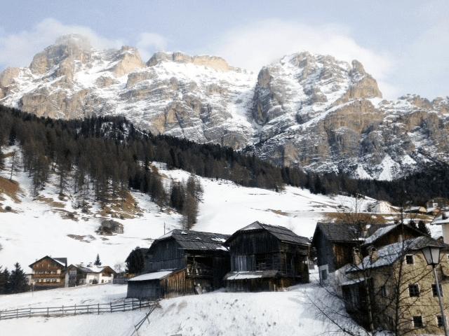 Skifahren_ohfamoos_Dolomiten_small