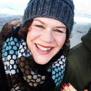 Cornelia Luetge lacht und ist voller Elan