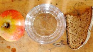 Wasser und Brot gegen den Winterspeck
