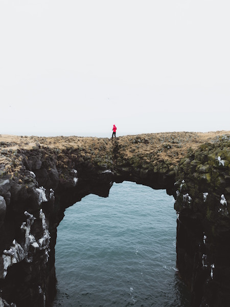 Mensch auf Brücke