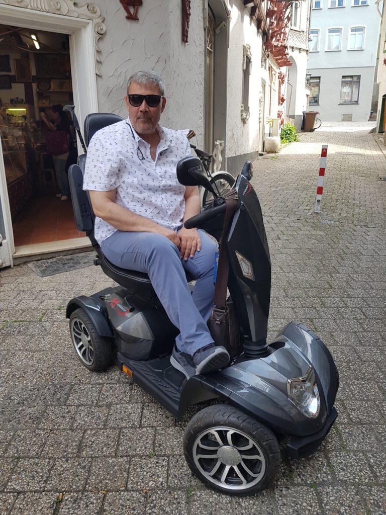 Frank im Rollstuhl