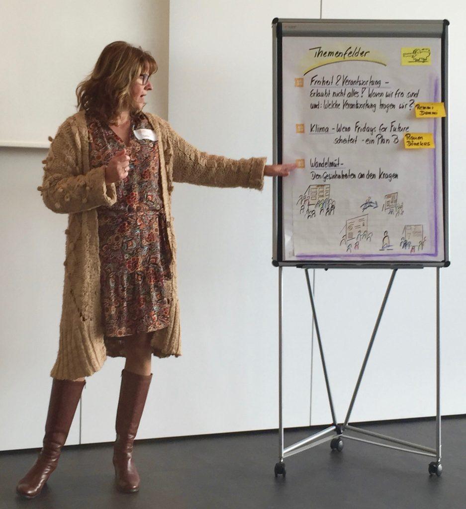 Nicole Reimer coacht auf der ohfamoosen Unkonferenz