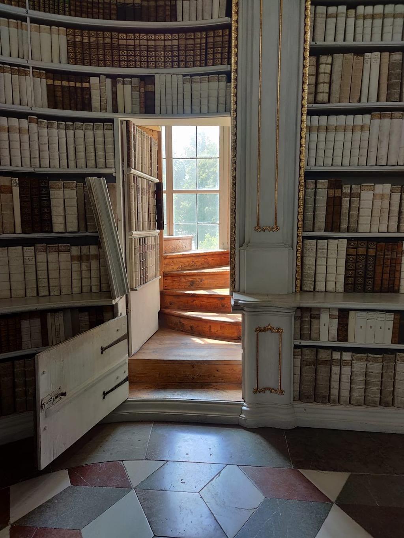 die verborgene Treppe zur Galerie