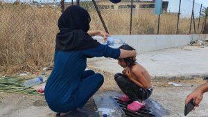 Kind auf den Straßen von Lesbos