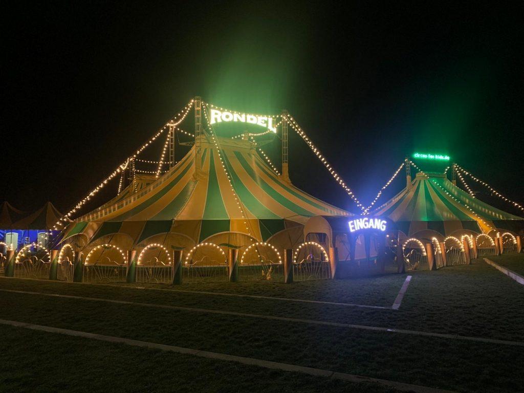 Eingang in die Zelte des Circus for kids Rondel