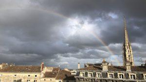 Bordeaux mit Regenbogen